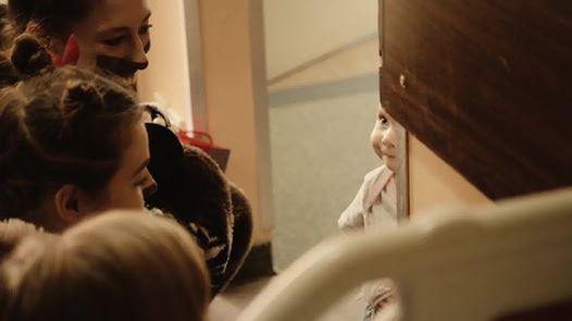 Wideo1: Aktorzy odwiedzili najmłodszych pacjentów leszczyńskiego szpitala